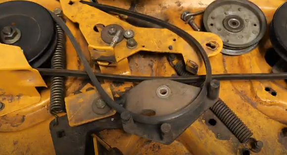The belts and pulleys of the lawn tractor.
