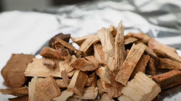 wood chips for creating a smoker packet