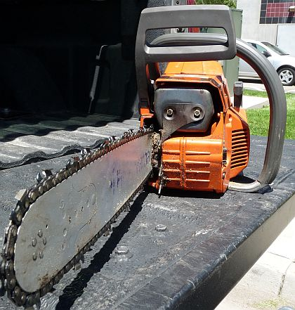 How to tighten a chainsaw chain 3 steps with pictures chainsaw chain maintenance keyboard keysfo Gallery